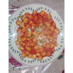 Gnocchi di ricotta e patate con sugo al pomodoro rustica con basilico